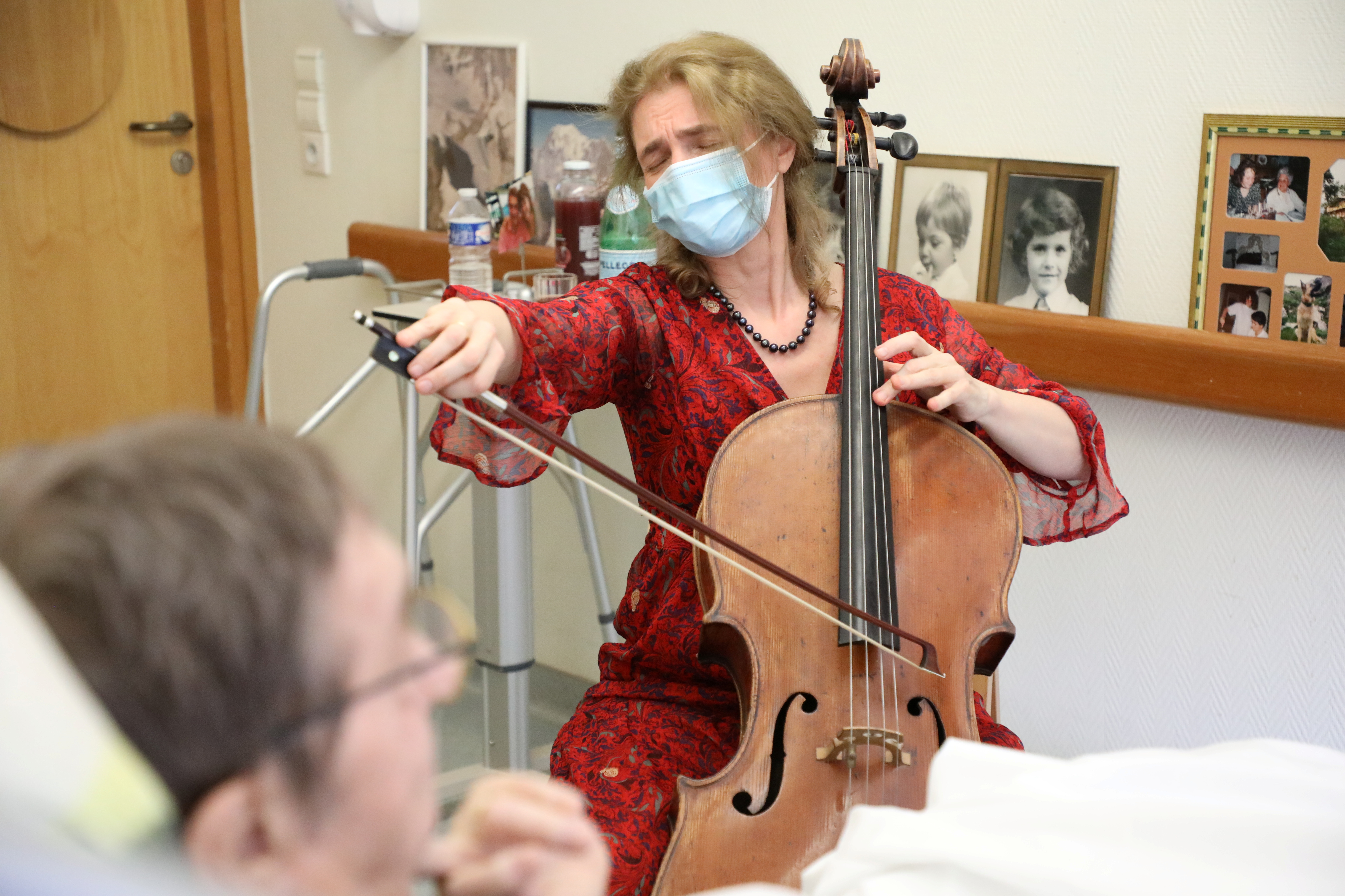 'Music soothes pain': Paris cellist plays for end-of-life patients