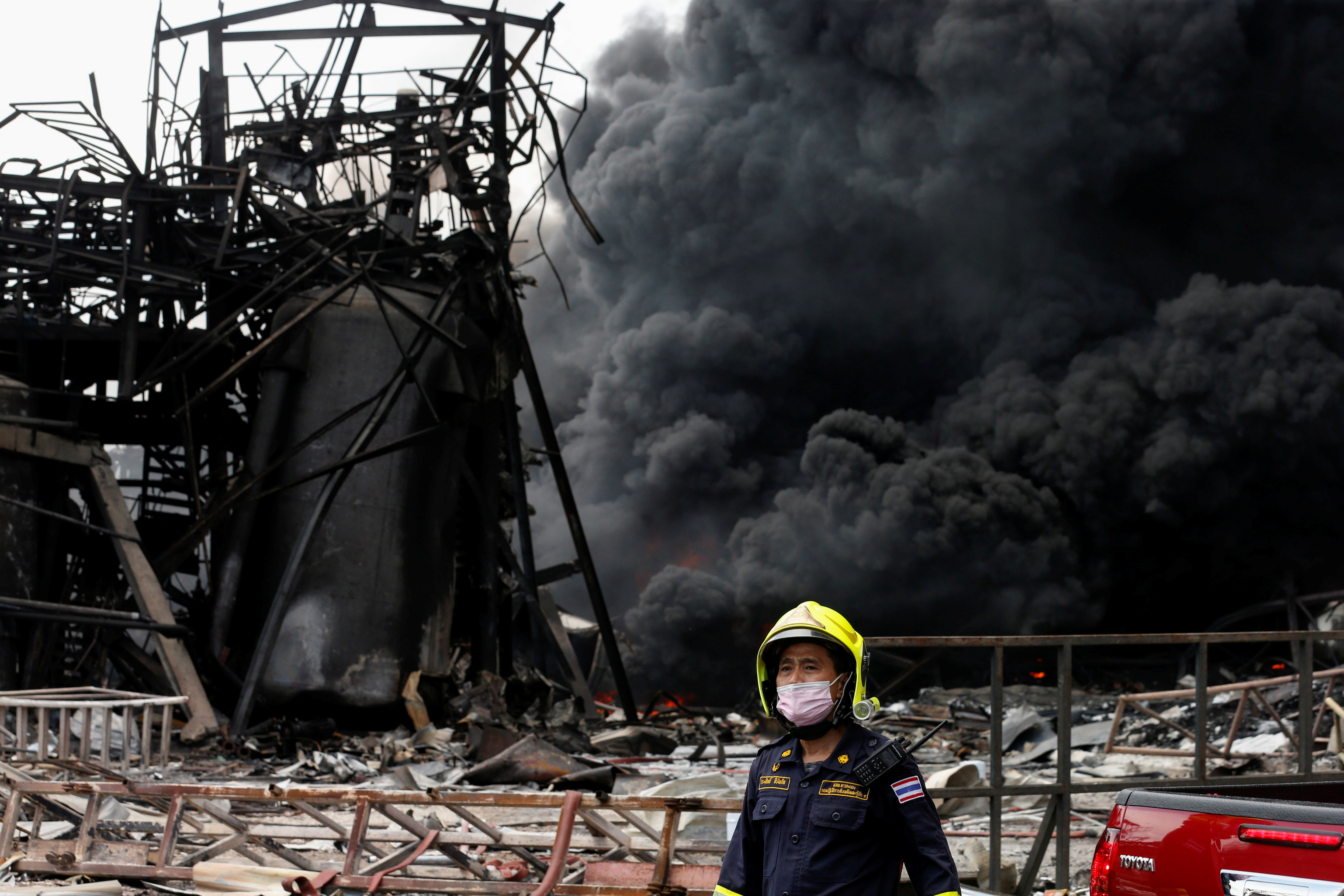 Fire rages, mass evacuation after Thai factory blast