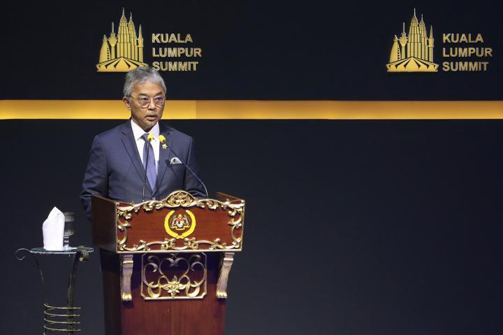 FILE PHOTO: Malaysia's King Sultan Abdullah Sultan Ahmad Shah speaks during Kuala Lumpur Summit in Kuala Lumpur, Malaysia, December 19, 2019. REUTERS/Lim Huey Teng