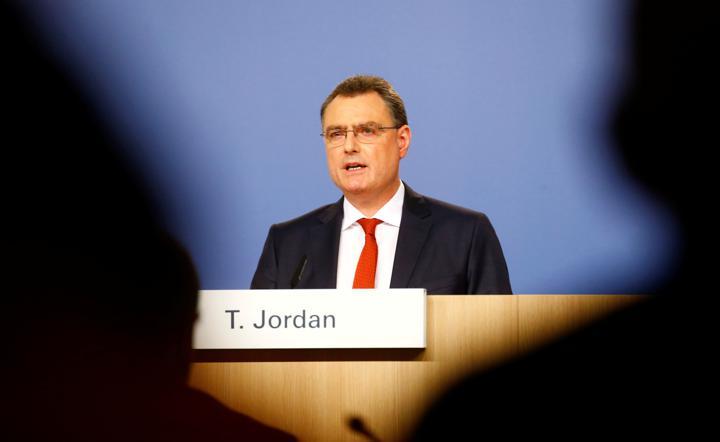 FILE PHOTO: Swiss National Bank (SNB) Chairman Thomas Jordan addresses a news conference in Bern, Switzerland June 17, 2021. REUTERS/Arnd Wiegmann