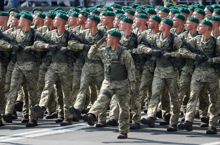 Ukrainian service members march during the Independence Day military parade in Kyiv, Ukraine August 24, 2021. REUTERS/Gleb Garanich