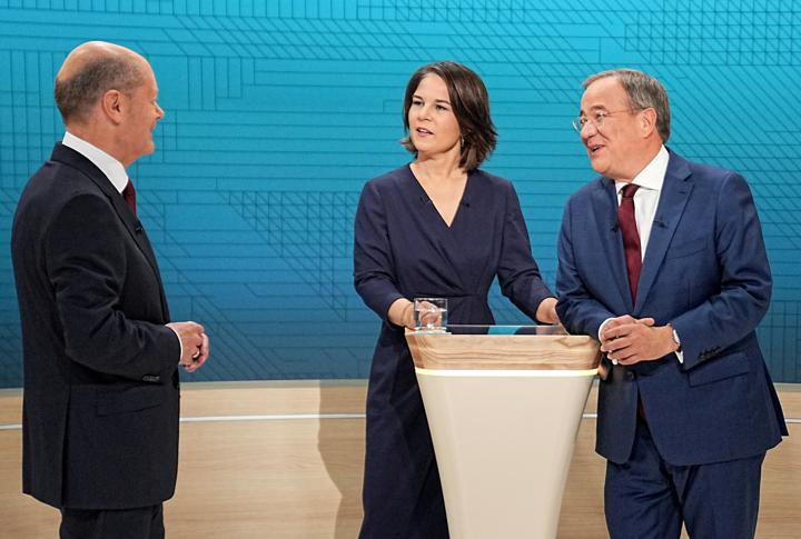 FILE PHOTO: Chairwoman of Buendnis 90/Die Gruenen Annalena Baerbock, Prime Minister of North Rhine-Westphalia (NRW) and leader of the Christian Democratic Union (CDU) Armin Laschet and German Finance Minister and Social Democratic Party candidate Olaf Scholz are pictured before a televised debate of the candidates to succeed Angela Merkel as German chancellor in Berlin, Germany, September 12, 2021. Michael Kappeler/Pool via REUTERS/File Photo