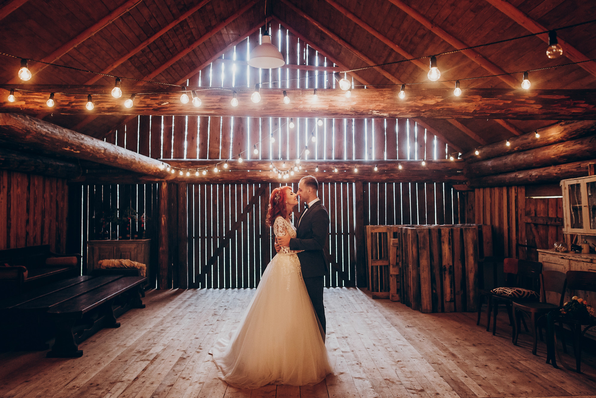 Why a Rustic Barn Setting is the Perfect Wedding Venue in Fort Myers