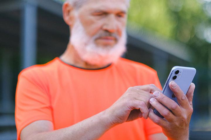 7 Reasons to Use Text Software for Blue-Collar Workers