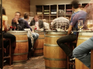 Restaurant/bar that uses barrels as tables