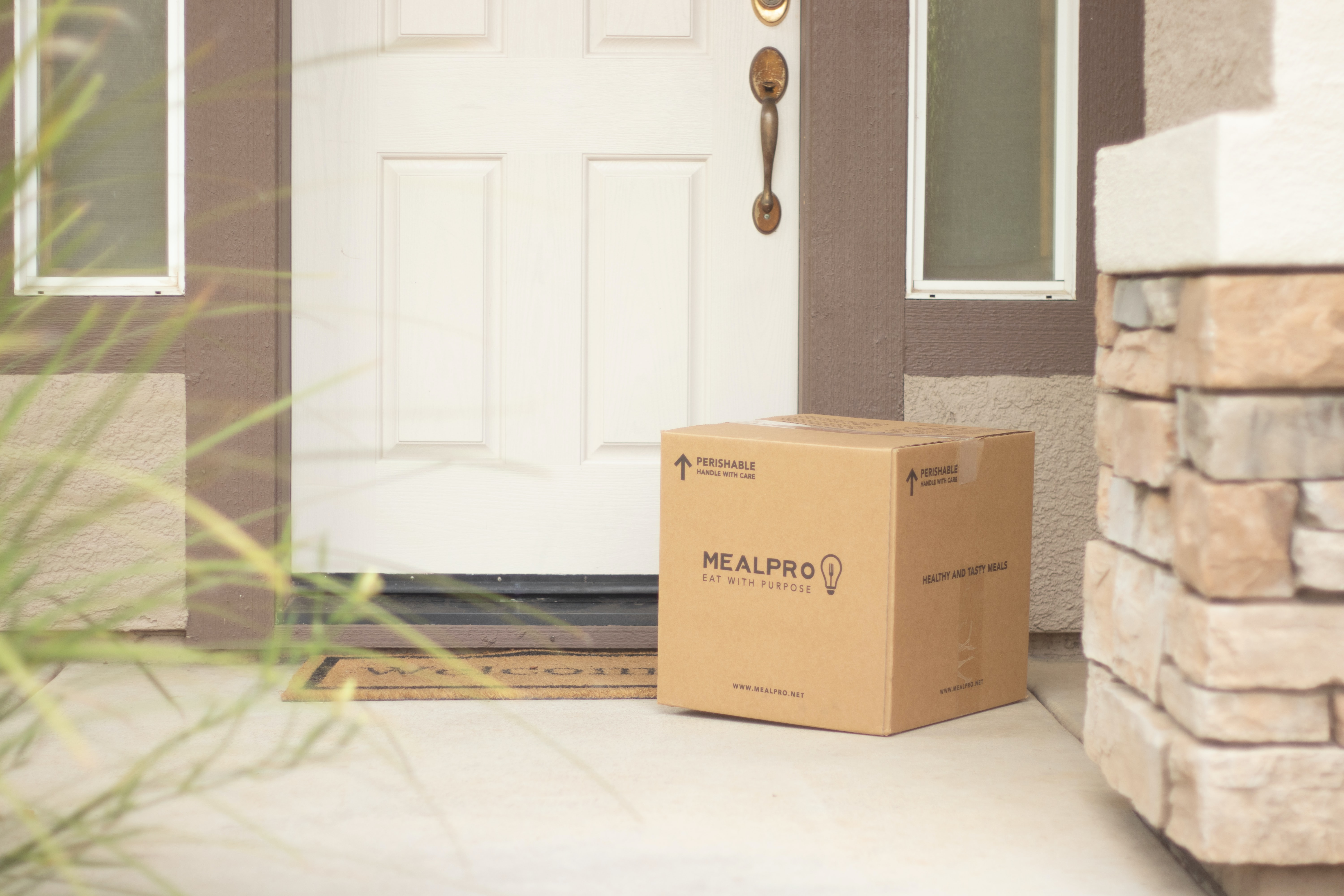 Top 9 Reasons for Shipping Delays + How to Tell Your Customers